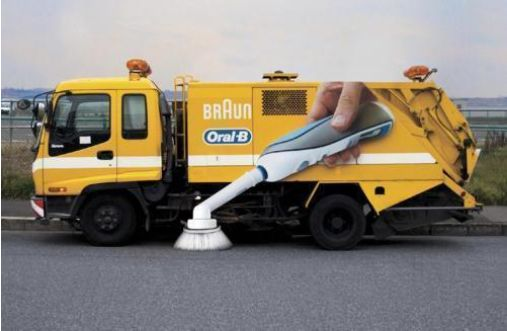 Oral-B - Ambient Marketing - Zahnbürste putzt Straße