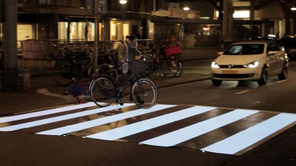 IBM Flashing Zebra Crossing Sensation Marketing Idee Useful Brand Experience UBX