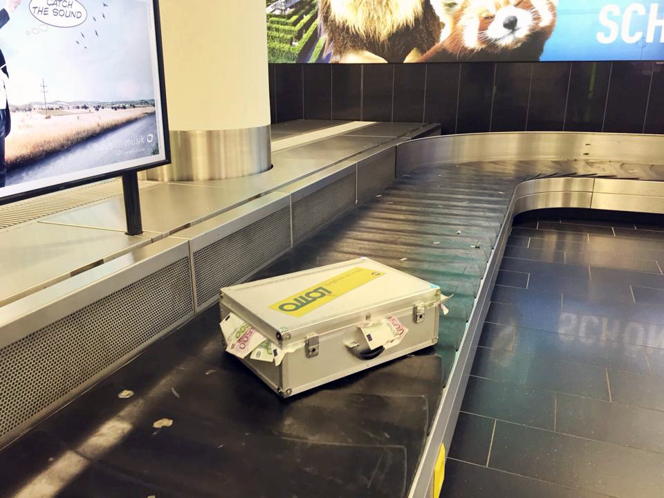 Lotto Guerilla Marketing am Flughafen Wien