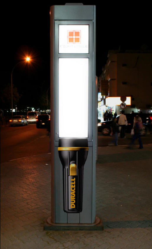 Duracell - Ambient Marketing Idee - Taschenlampe (vgl. adoholik.com)
